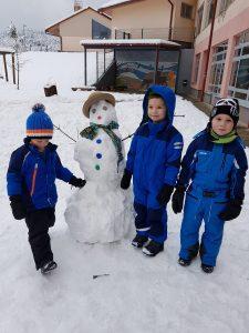 20171201 111544 225x300 - Snežaki v vrtcu