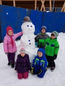 20171201 111604 225x300 - Snežaki v vrtcu