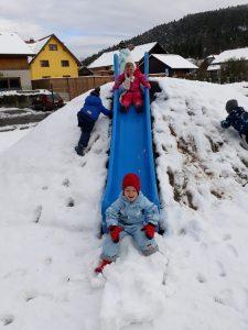 20171114 110536 225x300 - Prvi sneg