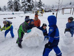 20171201 104015 300x225 - Snežaki v vrtcu