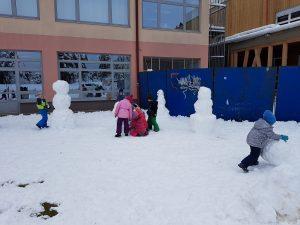 20171201 105020 300x225 - Snežaki v vrtcu