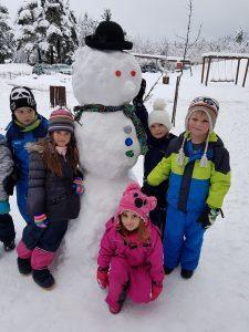 20171201 111505 225x300 - Snežaki v vrtcu