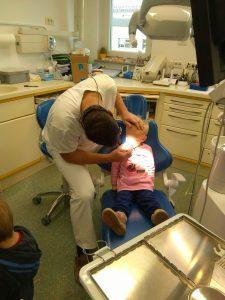 IMAG2787 225x300 - Račke na obisku pri zobozdravniku
