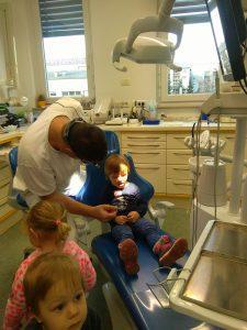 IMAG2800 225x300 - Račke na obisku pri zobozdravniku
