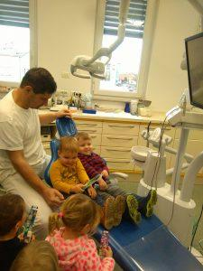 IMAG2815 225x300 - Račke na obisku pri zobozdravniku