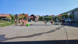IMG 20210729 093619 300x169 - Slončki, Tigrčki in Levčki uživajo v igrah z vodo