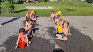 IMG 20210729 094555 300x169 - Slončki, Tigrčki in Levčki uživajo v igrah z vodo